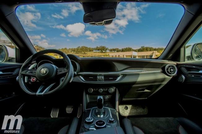 Alfa Romeo Stelvio Quadrifoglio Verde - interior