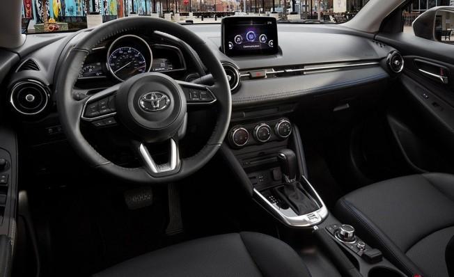 Toyota Yaris Sedán 2019 - interior