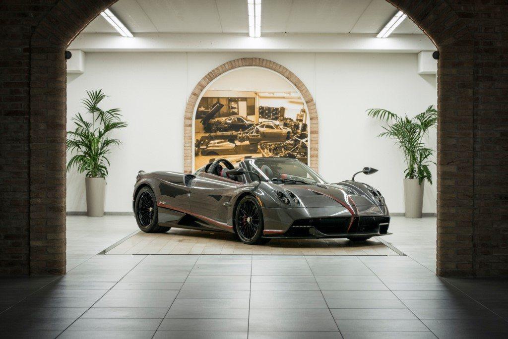 Pagani y Dainese desarrollan un nuevo techo de lona especial para el Huayra Roadster