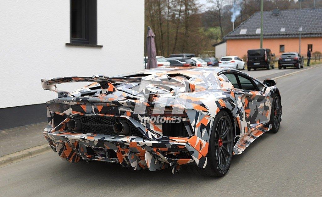 2011 - [Lamborghini] Aventador LP700-4 - Page 26 Lamborghini-aventador-sv-jota-fotos-espia-201845464_12