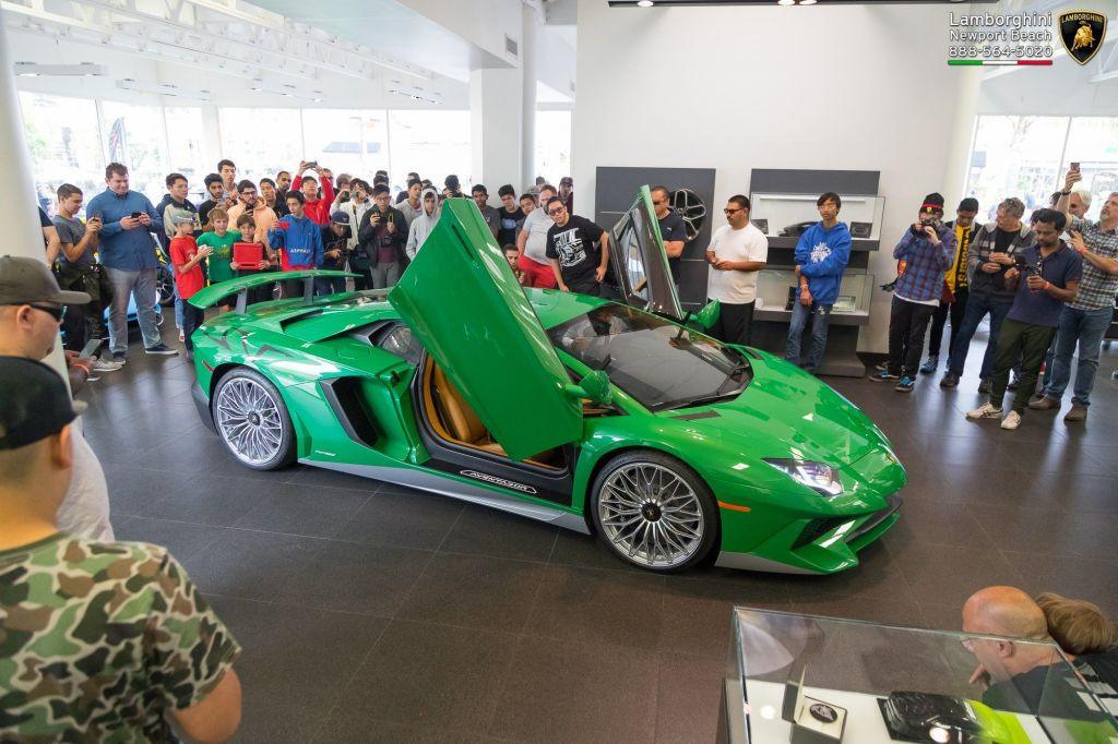 Este Lamborghini Aventador SV es un homenaje al primer Miura SV
