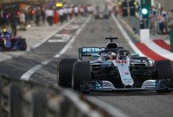 Hamilton arrasa en los primeros libres