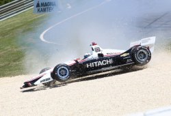 Penske controla un viernes plagado de salidas de pista
