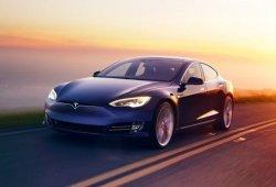 Surrealista: sentado en el lado del pasajero mientras conducía su Tesla con Autopilot