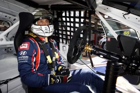 Tarquini repite victoria en Marrakech y lidera el WTCR