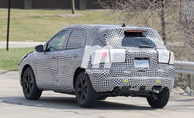 Ford Kuga 2020 - foto espía posterior