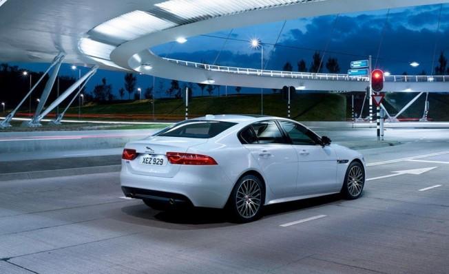 Jaguar XE Landmark Edition - posterior
