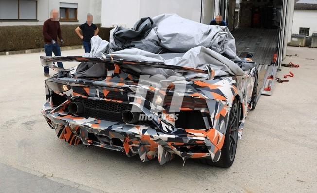 Lamborghini Aventador SuperVeloce Jota - foto espía posterior