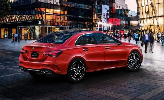 Mercedes Clase A Sedán LWB - posterior