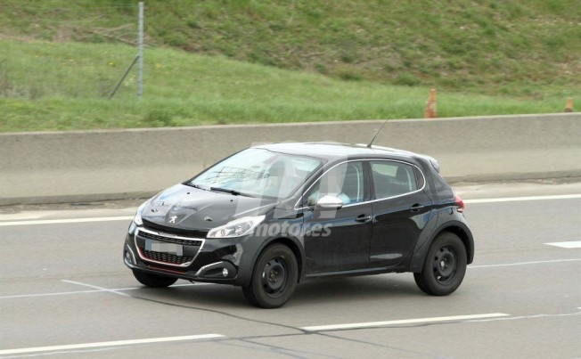 Peugeot 2008 2020 - foto espía