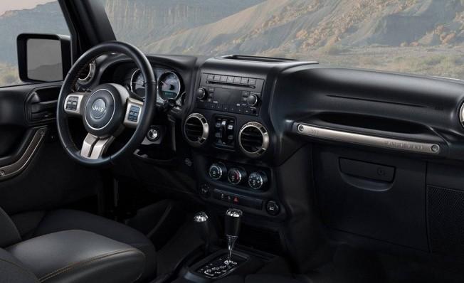 Jeep Wrangler Golden Eagle - interior