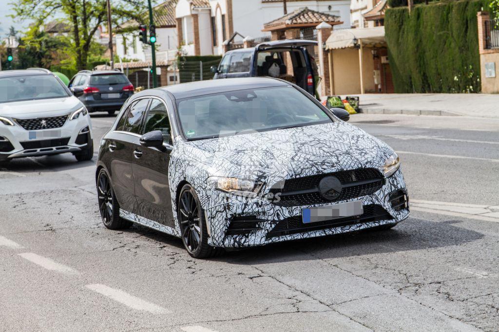 El nuevo Mercedes-AMG A 35 cazado casi desnudo en nuestro país