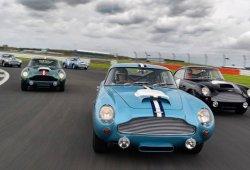 Aston Martin reúne varios de los nuevos DB4 GT Lightweight en Silverstone