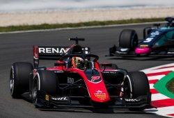 Aitken consigue una cómoda victoria en Barcelona; Merhi abandona