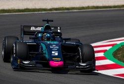 Albon anota la pole en una difícil clasificación en Barcelona; Merhi, 10º