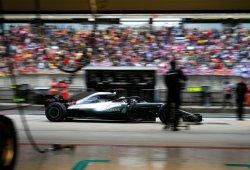 Hamilton admite que el W09 es más difícil de pilotar que el Mercedes de 2017