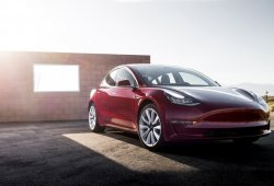 Tesla reconoce los fallos del Model 3 y promete solución, pero...