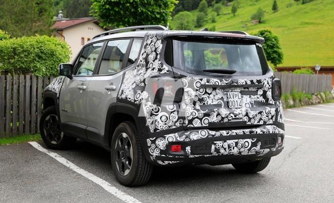 Jeep Renegade 2019 - foto espía posterior