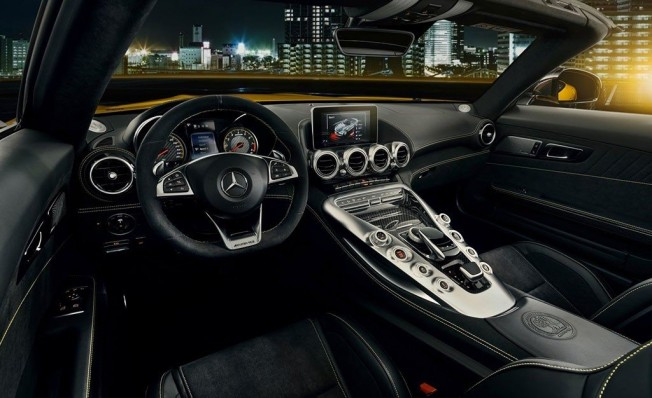 Mercedes-AMG GT S Roadster 2018 - interior