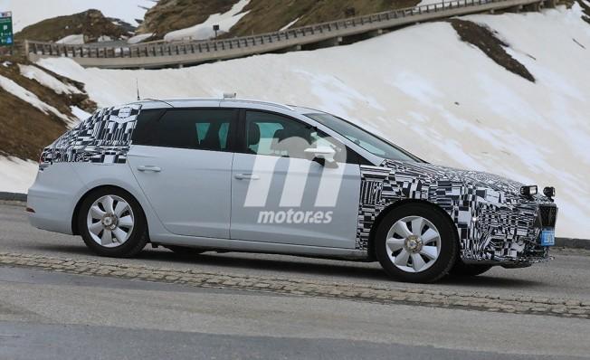 SEAT León 2020 - foto espía lateral