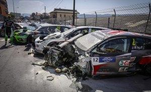 Muller gana una accidentada carrera del WTCR en Vila Real