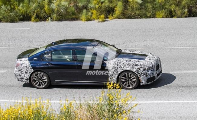 BMW Serie 7 2019 - foto espía lateral