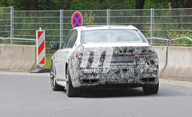 BMW Serie 7 2019 - foto espía posterior
