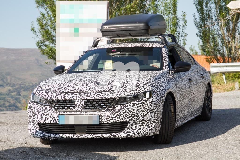 Peugeot 508 PHEV, la versión híbrida enchufable cazada a plena luz del día