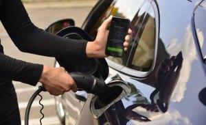 Porsche lanza un nuevo servicio de carga para coches eléctricos mediante una aplicación