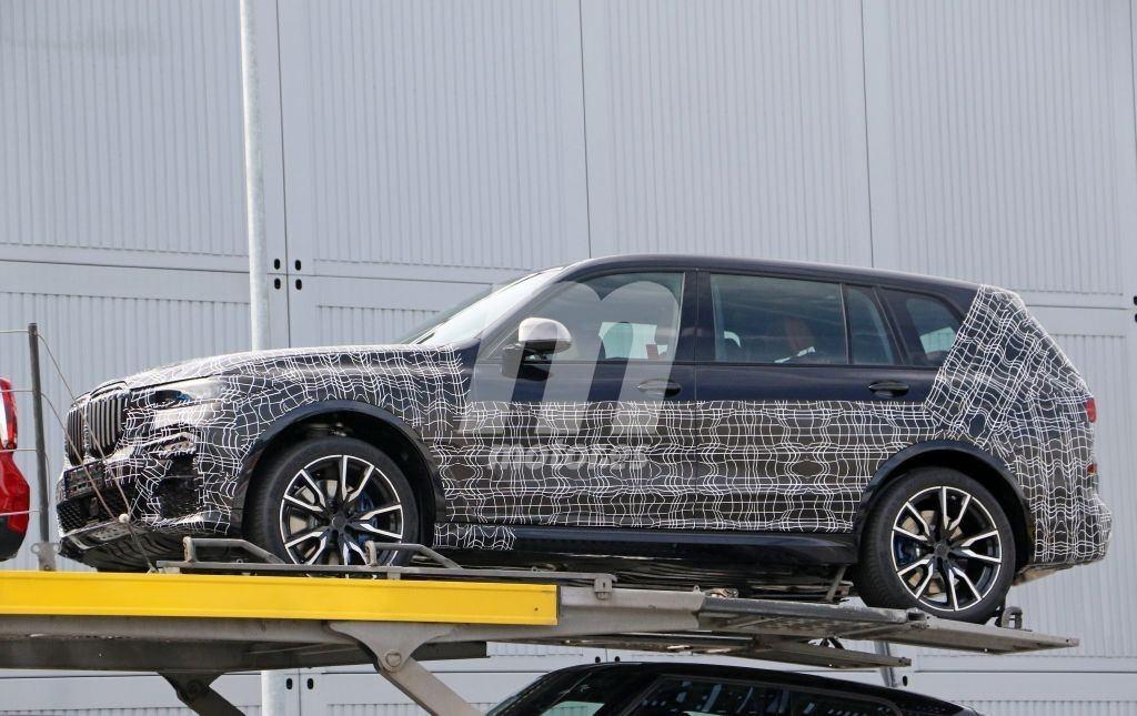 Nos asomamos al interior del nuevo BMW X7, que continúa destapándose cada vez más