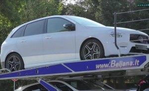 El nuevo Mercedes Clase B, cazado casi desnudo en un vídeo espía