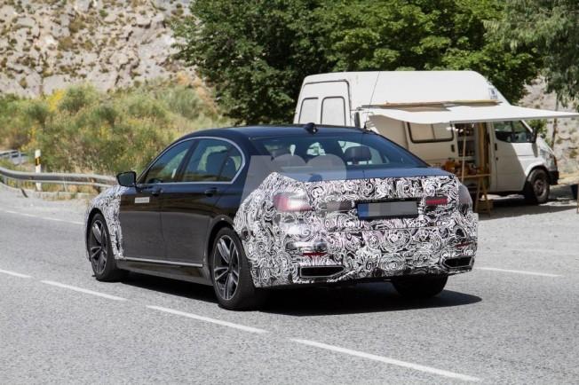 BMW 745e iPerformance 2019 - foto espía posterior