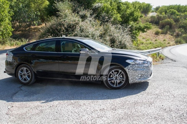 Ford Mondeo 2019 - foto espía lateral