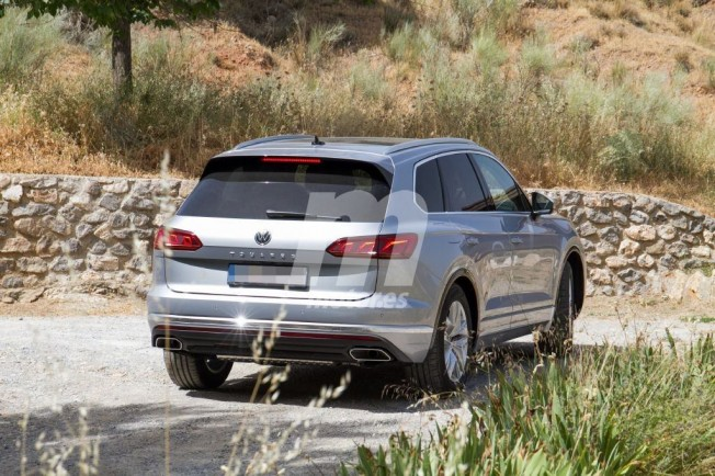 Volkswagen Touareg GTE 2019 - foto espía posterior