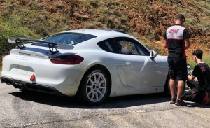 Romain Dumas estrena el nuevo Porsche Cayman R-GT