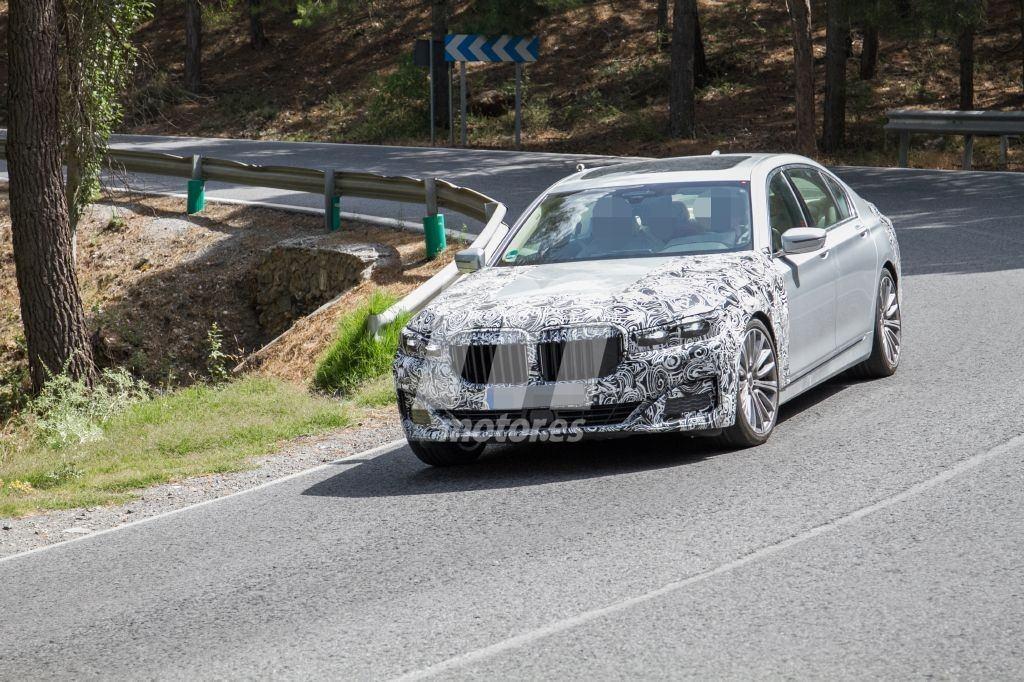 El actualizado BMW Serie 7 ya deja ver más claramente su nueva imagen delantera