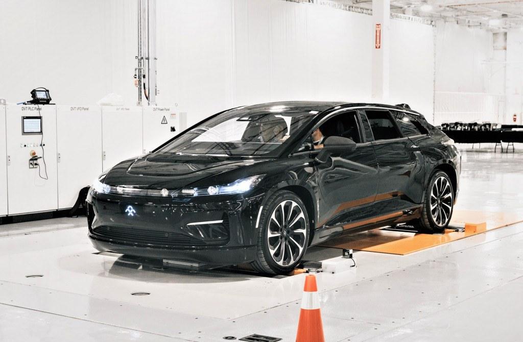 Faraday Future ensambla el primer FF91 de pre-producción en California