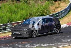 El Kia Ceed GT, la versión más deportiva, cazada a su paso por Nürburgring