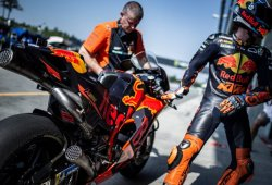 Pol Espargaró es baja en Silverstone, Loris Baz se sube a su KTM