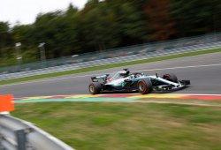 Hamilton se lleva la pole en una emocionante clasificación pasada por agua