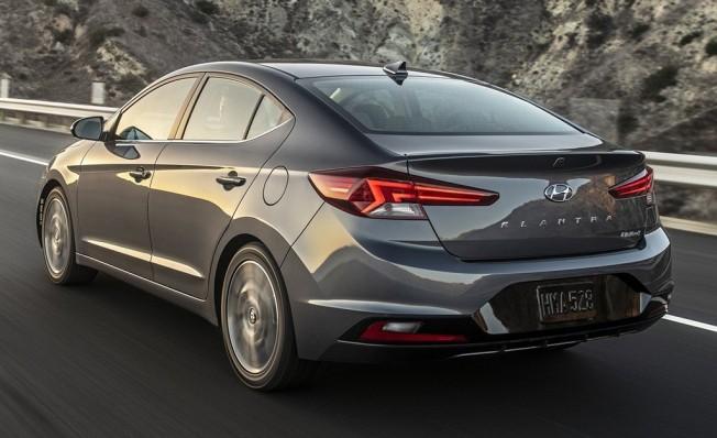 Hyundai Elantra 2019 - posterior
