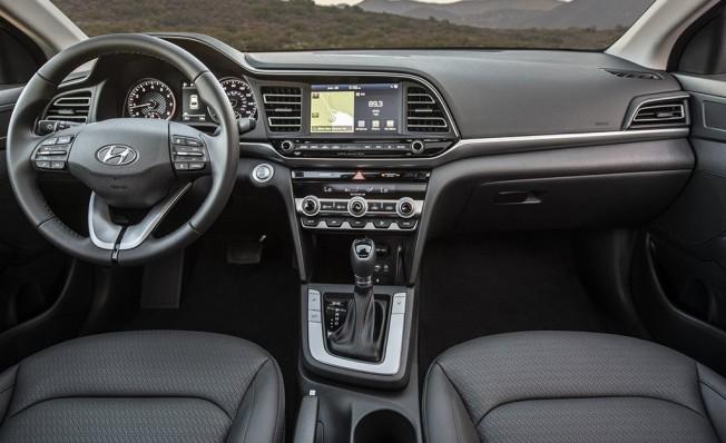 Hyundai Elantra 2019 - interior