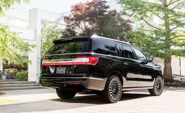 Lincoln Navigator 2019 - posterior