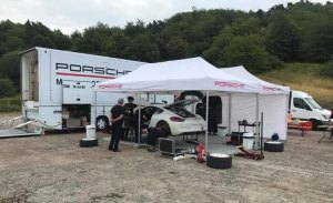 Romain Dumas, en acción con el Porsche Cayman R-GT