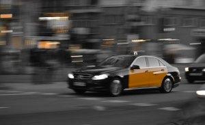 Fomento aplaza el conflicto entre taxistas y VTC hasta 2022