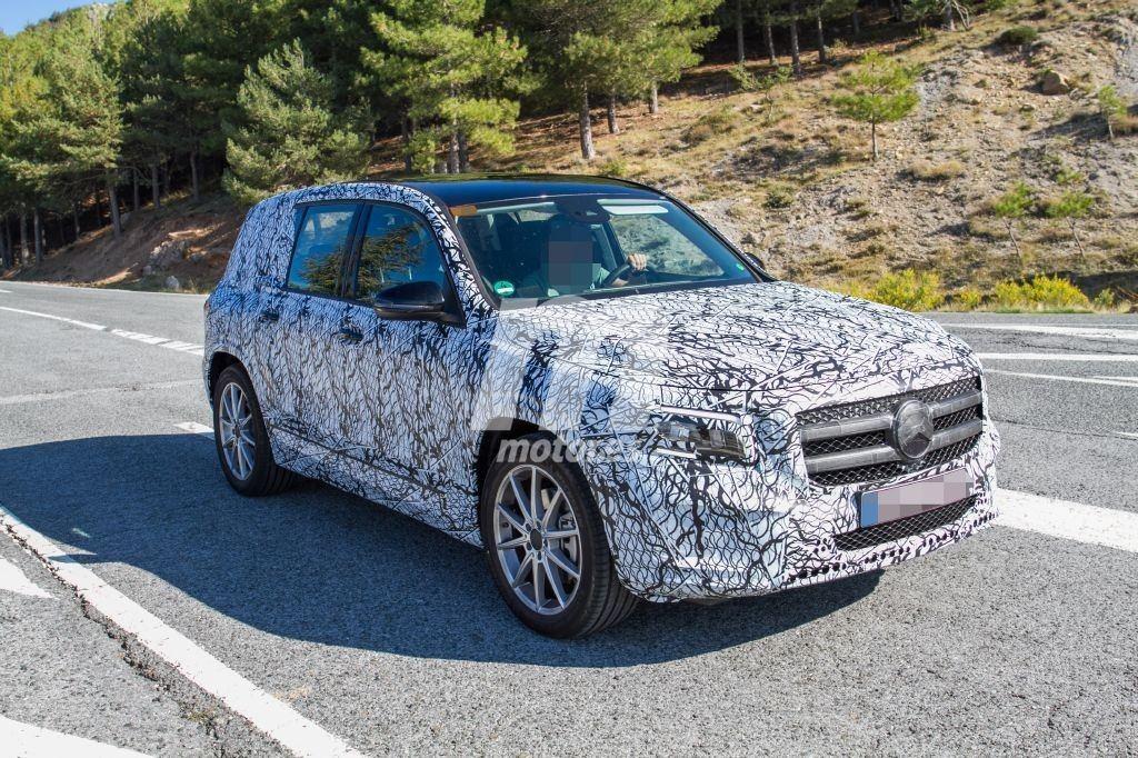 El nuevo Mercedes Clase GLB, un SUV compacto, continúa de pruebas en Europa
