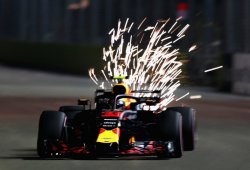 Verstappen se luce a pesar de los problemas de motor