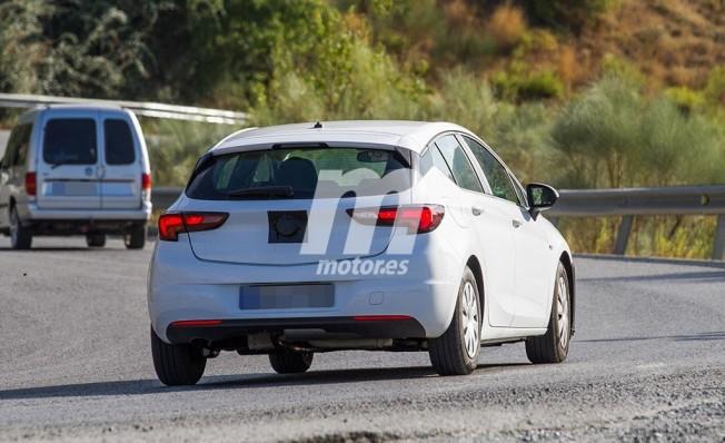 Opel Astra 2019 - foto espía posterior