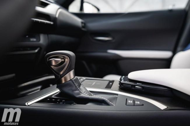 Lexus UX 250h - interior