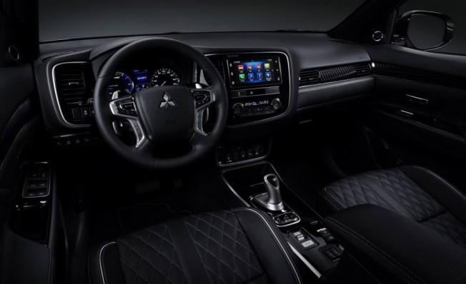 Mitsubishi Outlander PHEV - interior